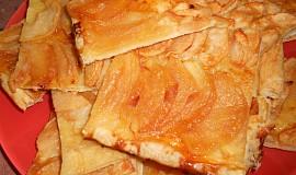 Lístkový koláč s jablky a slaným karamelem