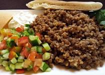 Mzaddara (cocka s bulgurem) s arabskym salatem