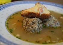 Polévka s houbovými knedlíčky