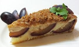 Švestkový koláč s vanilkovým krémem a skořicí