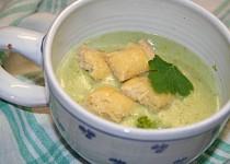 Brokolicový krém se sýrovými krutony