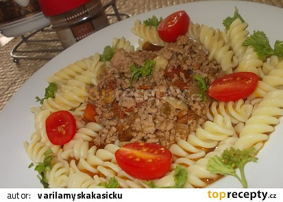 Chilli- pikantní masová směs  s těstovinami a rajčátky