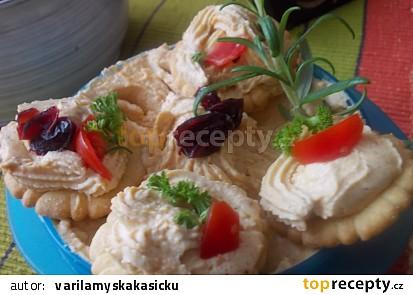 Jemná domácí pomazánka z kuřecího masa a jatýrek
