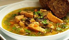Lososová polévka s houbami