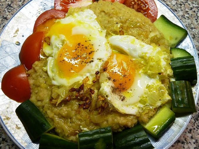 Mzaddara (cocka s bulgurem) s arabskym salatem, manželova varianta