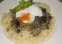 Smetanové houby ve špagetovém hnízdě