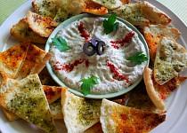 Babaganoush (pomazanka z lilku) s pita trojhranky