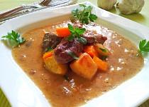 Hovězí s tymiánem a restovanou zeleninou