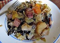 Kadlíkovo zelí s houbama, bramborem, uzeným...