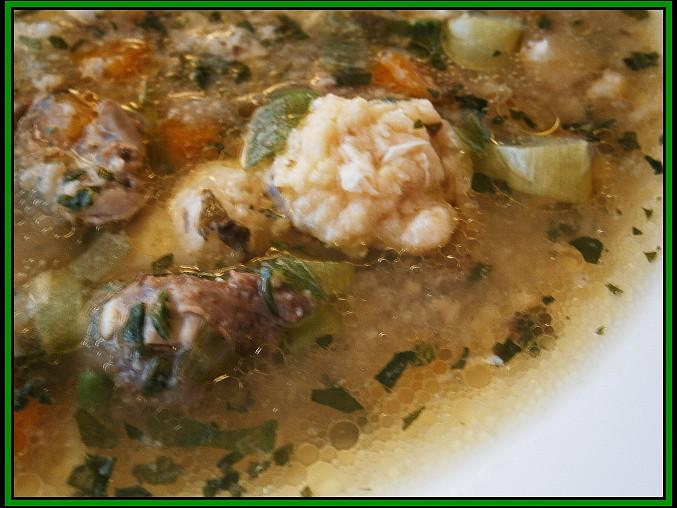 """Kuřecí """"gazdovská"""" srdíčka (a polévka z vývaru), Detail hotové polévky"""