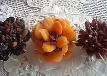 Kvietky zo sušeného ovocia na vianočný stôl