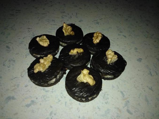 Tmavé koláčky s oříškem