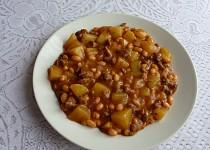 Bramborový guláš s fazolemi