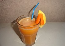 Mangový nápoj s mrkví