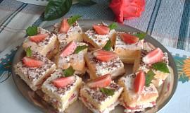 Piškotové – jahodové řezy