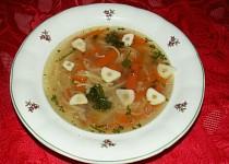 Slepičí polévka s domácími nudlemi
