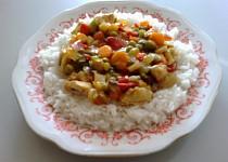 Zeleninová pánev s kuřecími prsíčky