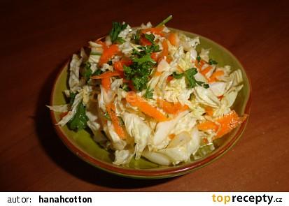 Zimní salát z pekingského zelí