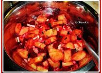 Bramborovo-červený salát