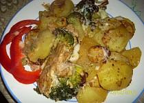 Brambory, brokolice, maso - vše na jednom plechu