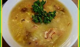 Dobrá salátová polévka na slanině s Hermelínem a žampiony