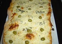 Domácí sýrová pizza