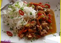 Kuřecí maso v pikantní marinádě se zeleninou