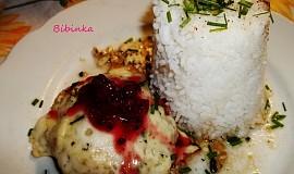 Kuřecí plátek s dvojím sýrem, brusinkami a rýží