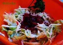 Salát s brusinkami