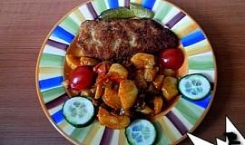 Teplý bramborový salát s paprikou