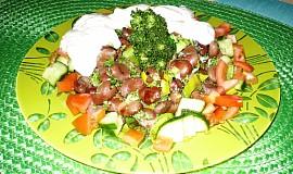 Bobový salát s arašidovým máslem