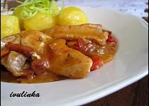Kuřecí nudličky na červené zelenině