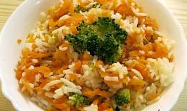 Pikantní rýže s chili a dušenou zeleninou