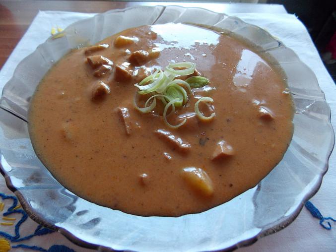 Klasický bramborový guláš neboli buřtguláš (výborný a hustý)