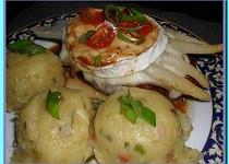 Kuřecí kapsa se sušenými rajčaty, zapečená se šunkou, chřestem a camembertem
