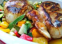 Kuskus se zeleninou, bylinkami a kuřecím masem