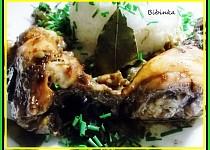 Pečená kuřecí stehýnka s bobkovým listem a sušenými houbami