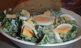 Salát z čerstvého špenátu s vejci