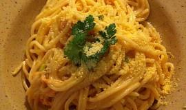 Špagety s uzeným lososem a pórkem