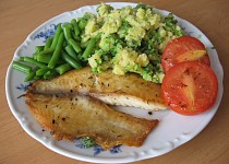 Tilápie na tymiánu s brokolicovou kaší a fazolkami