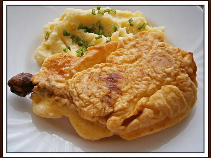 Uzená kuřecí stehna, smažená v sýrovém těstíčku, Uzená kuřecí stehna,smažená v sýrovém těstíčku