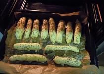 Cibulové tyčinky z listového těsta