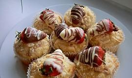 Jahodové muffiny s kokosovou drobenkou