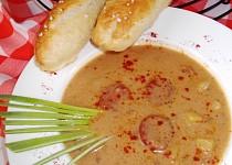 Polévka s uzenou paprikou a mlékem
