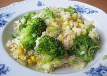 Kuskus s brokolicí, česnekem a kukuřicí