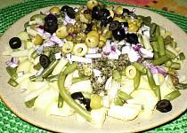 Brambory s olivami a fazolkou