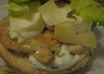 Burger s grilovaným kuřetem a mozzarellou