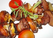 Špízy s  česnekovou marinádou a rozmarýnem