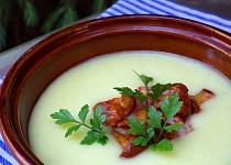 Jemný bramborový krém s liškami a slaninou