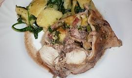 Králík s nádivkou a brambory se špenátem